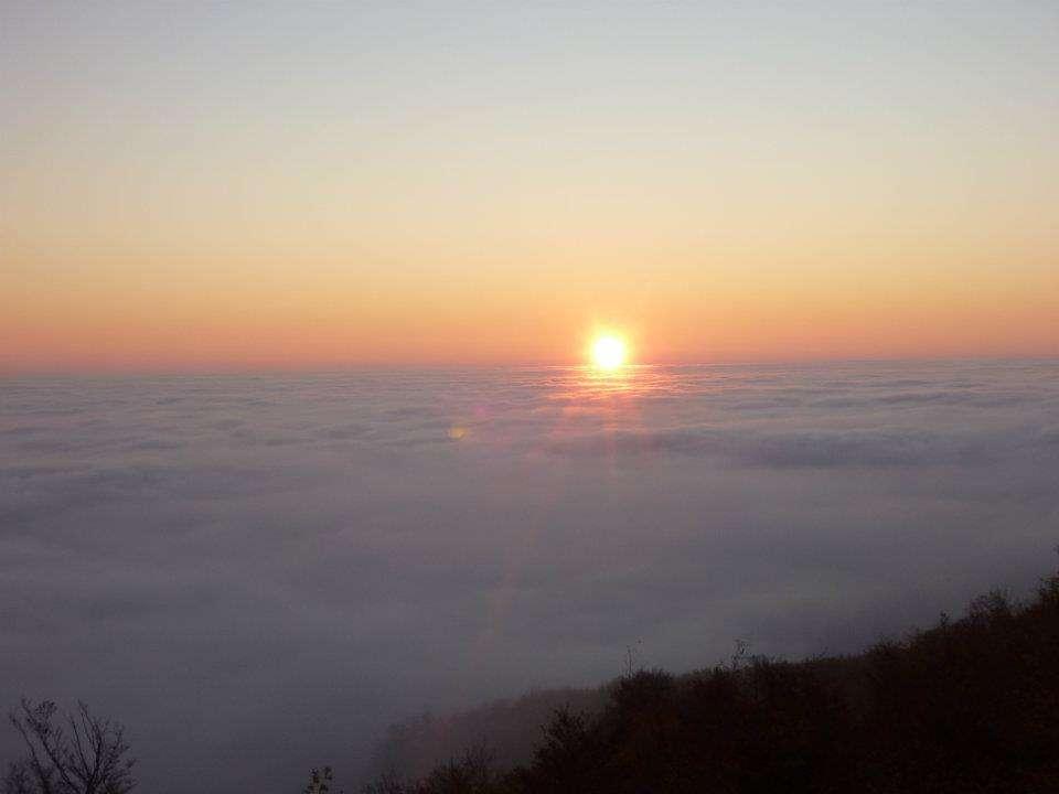 Izlazak sunca iznad Zagreba pod oblacima