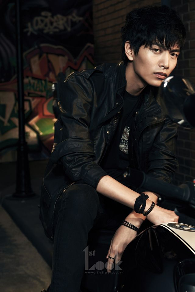 Lee Min Ki's Cover Story Pictures For First Look | Couch ...
